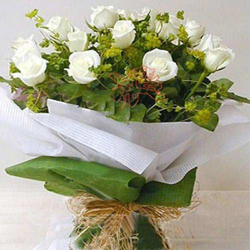 12 White Roses - China Delivery Only